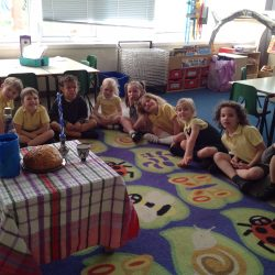 Sharing the Shabbat meal in Judaism